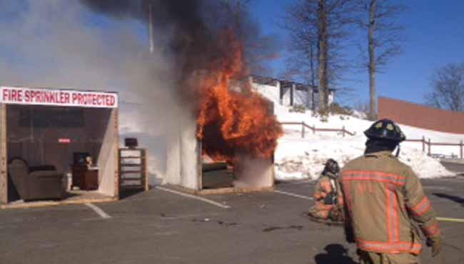 holyoke fire safety demonstration_162594