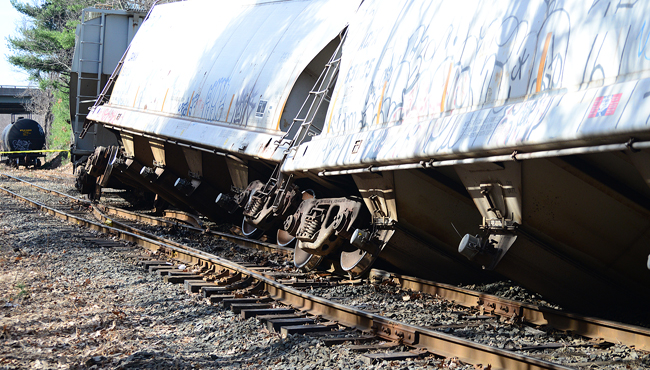 palmer train off tracks_182670