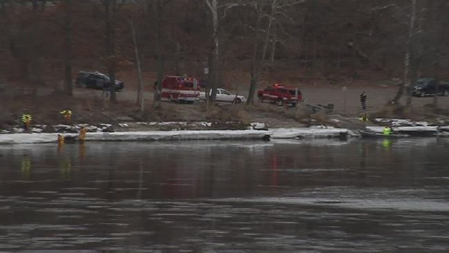 police searching CT river_332596