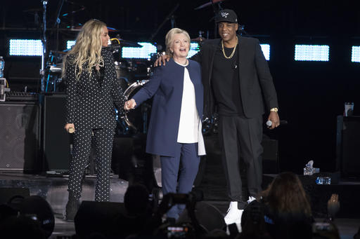 Trump Says He S Fine By Himself Clinton Hangs With Beyonce