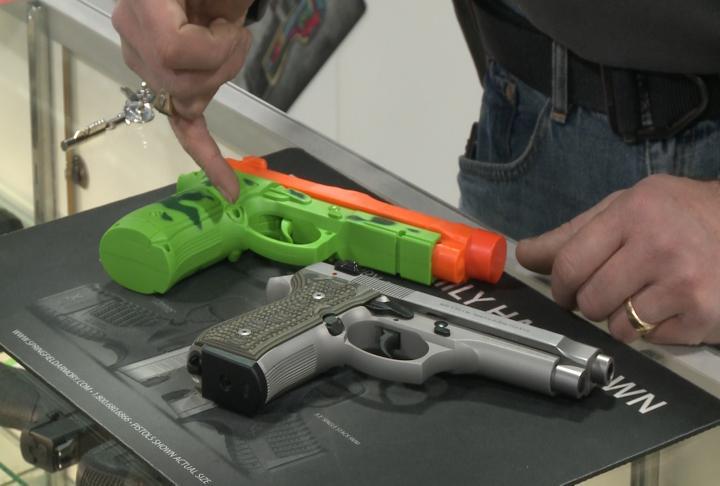 toy-guns-realistic-guns-vo_509736