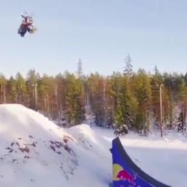 snowmobile-double-backflip_538312