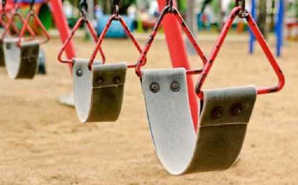 Swing set at Playground_487078