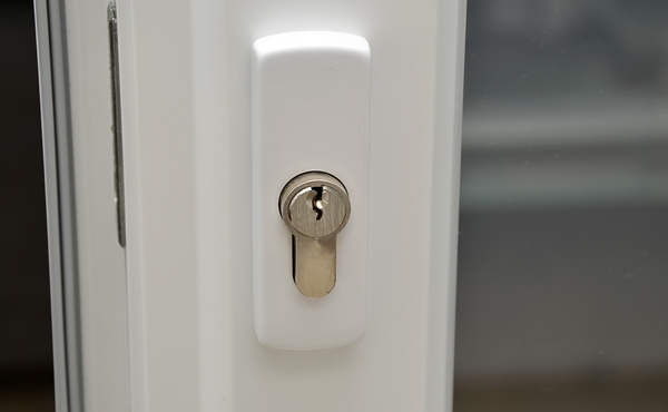 detail of white plastic sliding doors with lock photography_703341