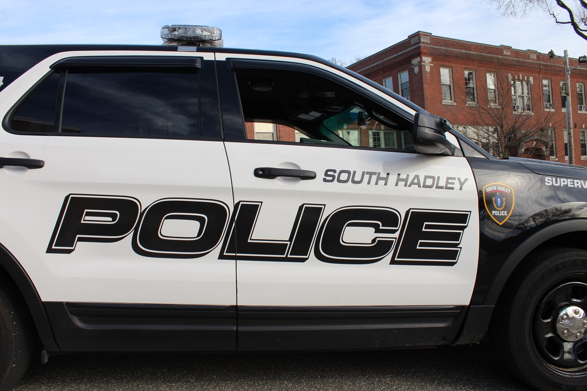 South_Hadley_Police_Vehicle_1524833328864.jpg