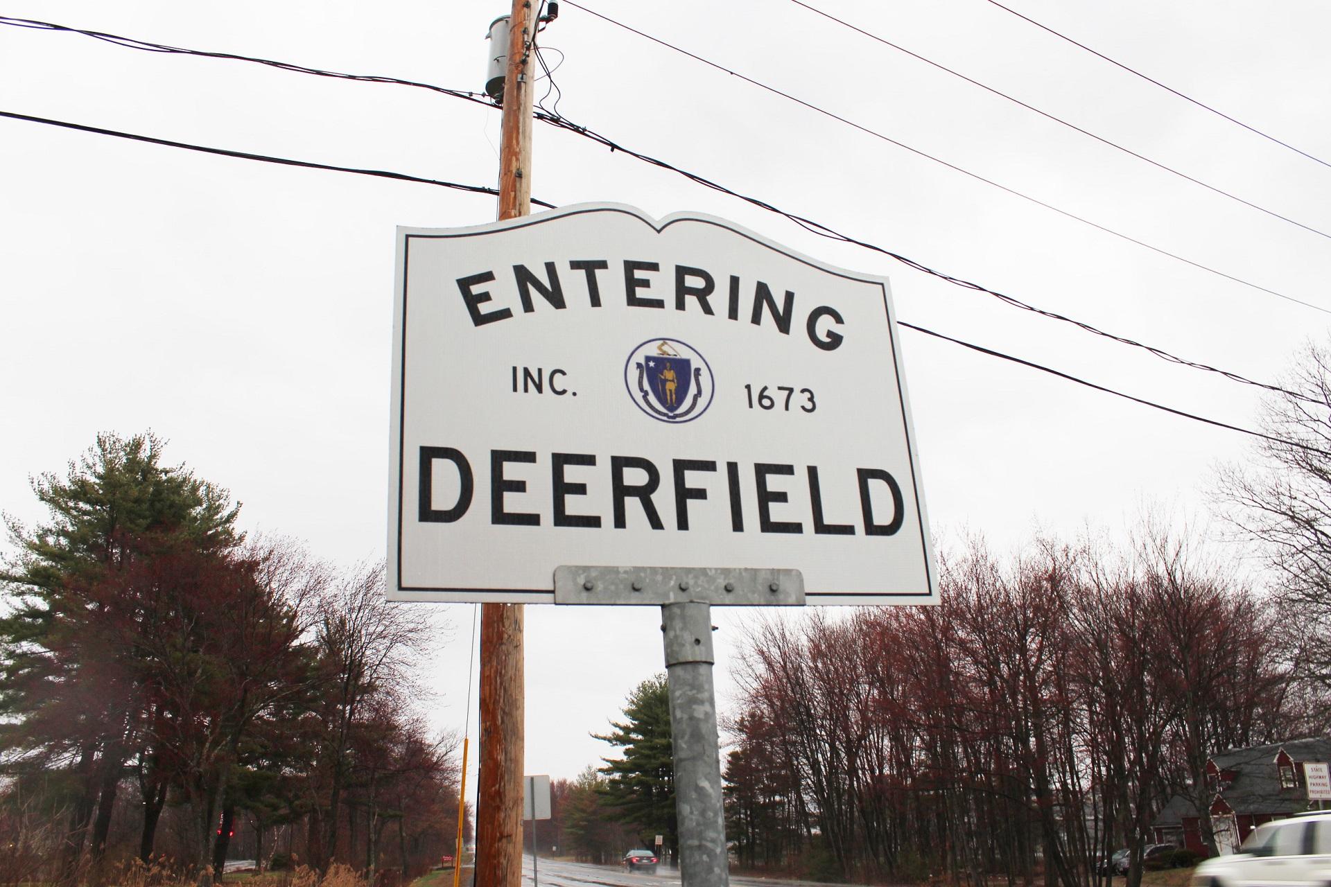 TownSigns_Deerfield_1530650395558.jpg