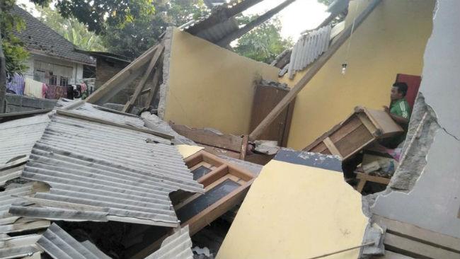 indonesia earthquake_1532854635138.jpg.jpg