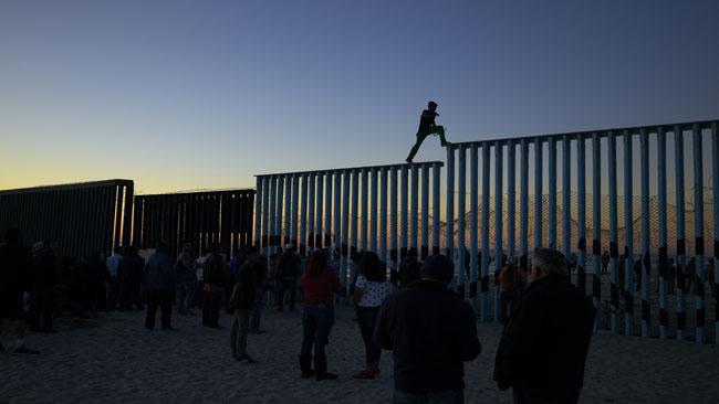 Migrant Caravan_1542557479700