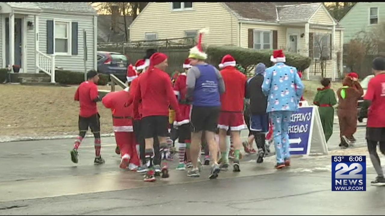 Annual_Santa_and_Elf_Run_kicks_off_in_Sp_0_20181222120227