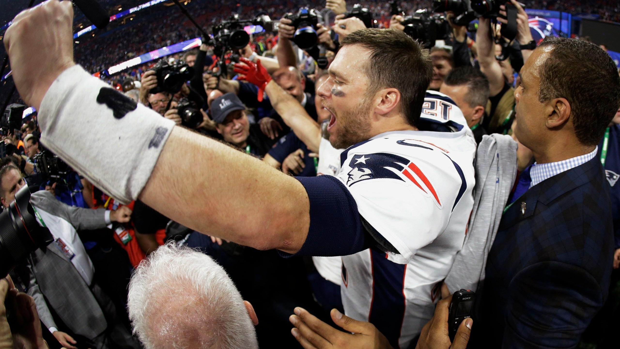 Patriots_Rams_Super_Bowl_Football_00341-159532.jpg55395231