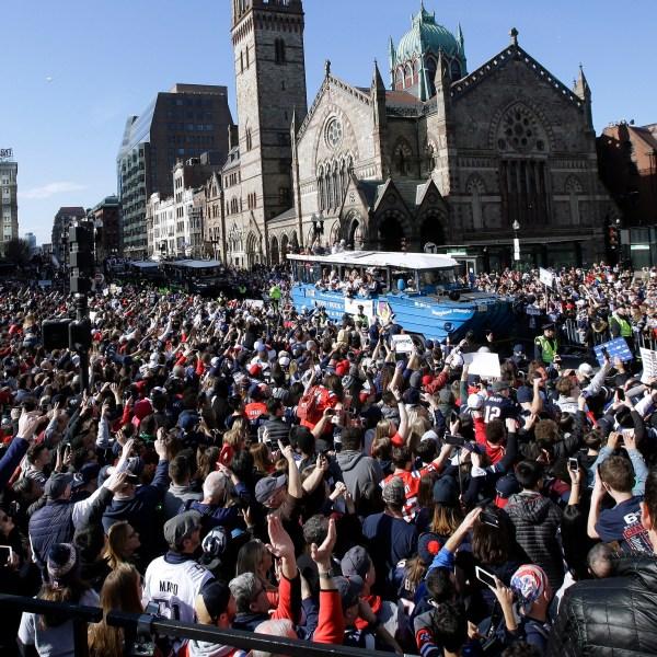 Super_Bowl_Patriots_Parade_Football_86594-159532.jpg60165672