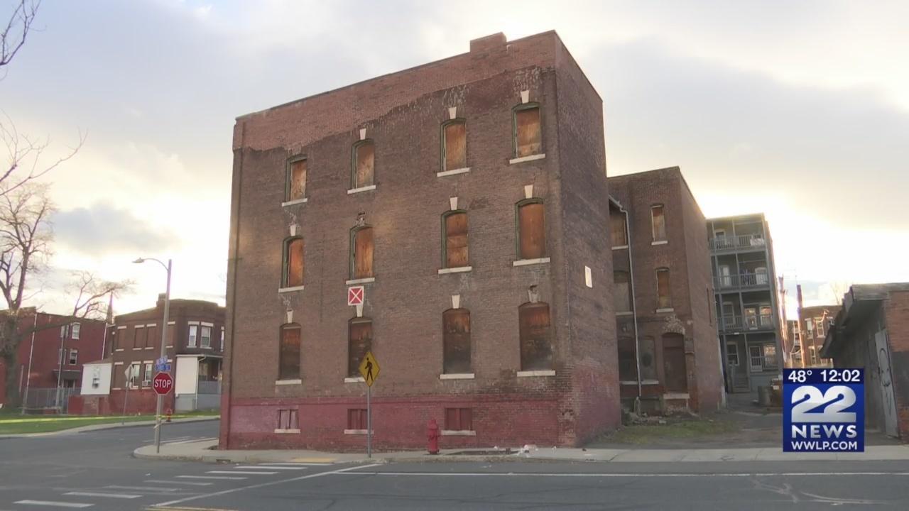 Holyoke_to_repair_collapsing_buildings_i_0_20190416170449