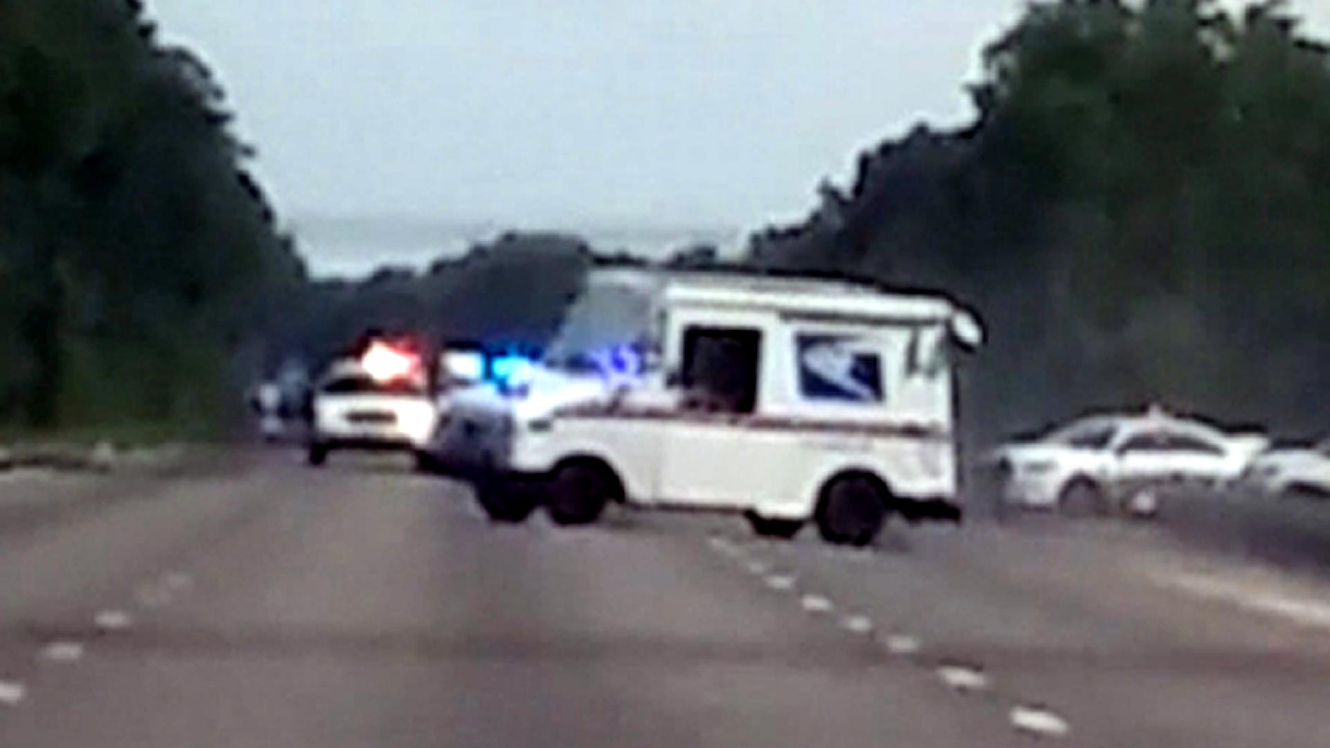 Caught on Cam: Hijacked mail truck wipes out on highway | WWLP