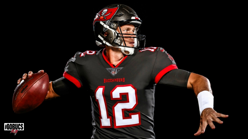 Buccaneers unveil pictures of Brady in his new jersey   WWLP